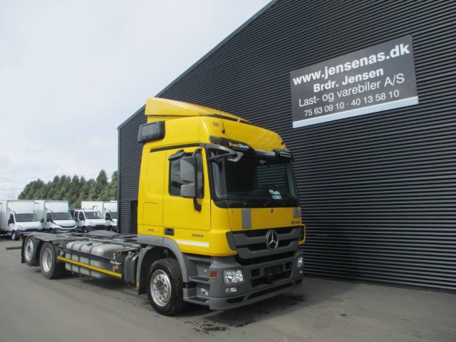Mercedes-Benz ACTROS 2544 6X2 CHASSIS AUT, 2012<br/>  Km: 443.000
