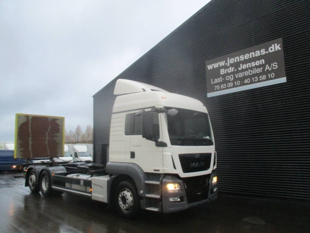 MAN TGS 26.480 6X2 CHASSIS/LIFT 2013<br/>  Km: 368.000